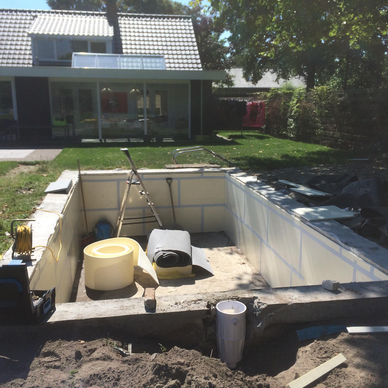 Polyester zwembad zwembad renoveren for Polyester zwembad plaatsen